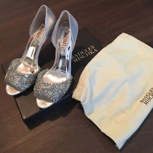 NWT! Badgley Mischka Maria Embellished Pumps